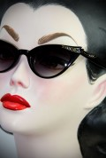 Delores vintage style sunglasses in black