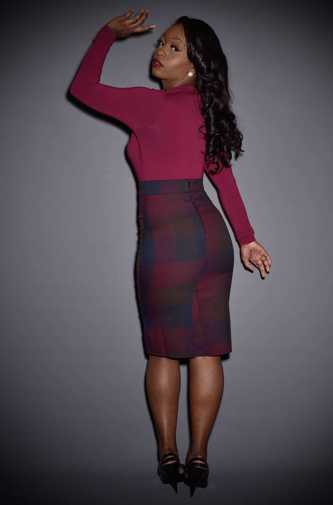 We adore the rich autumn hues of this striking checked pencil skirt. The perfect skirt to take you from day to night in vintage style.