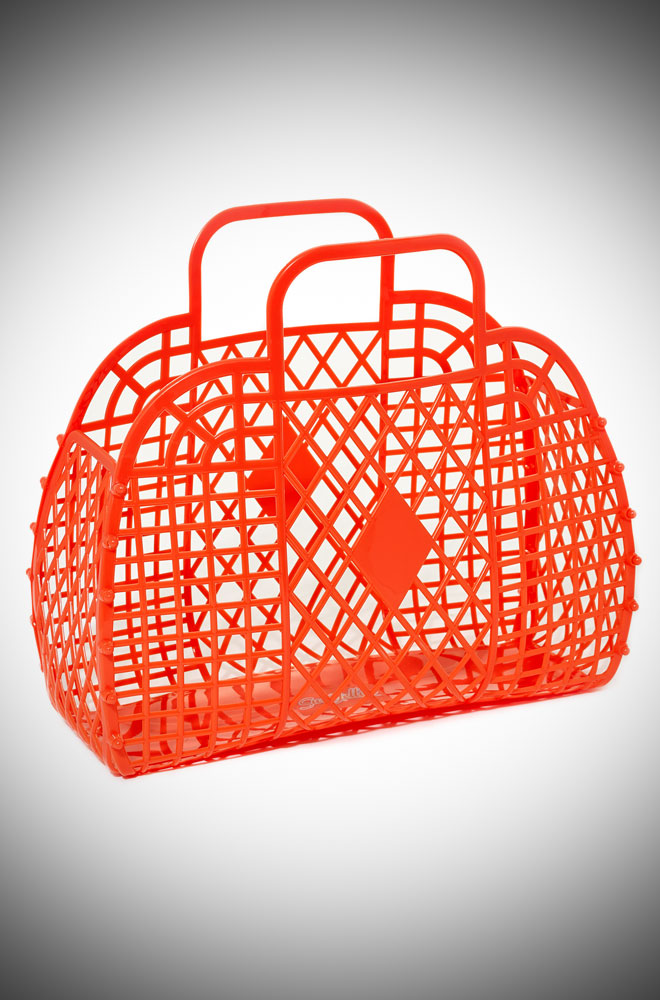 The Dorothy Retro Jelly Handbag is a fun 1960s style, lightweight plastic handbag. A remake of a retro classic that is perfect in the summer!