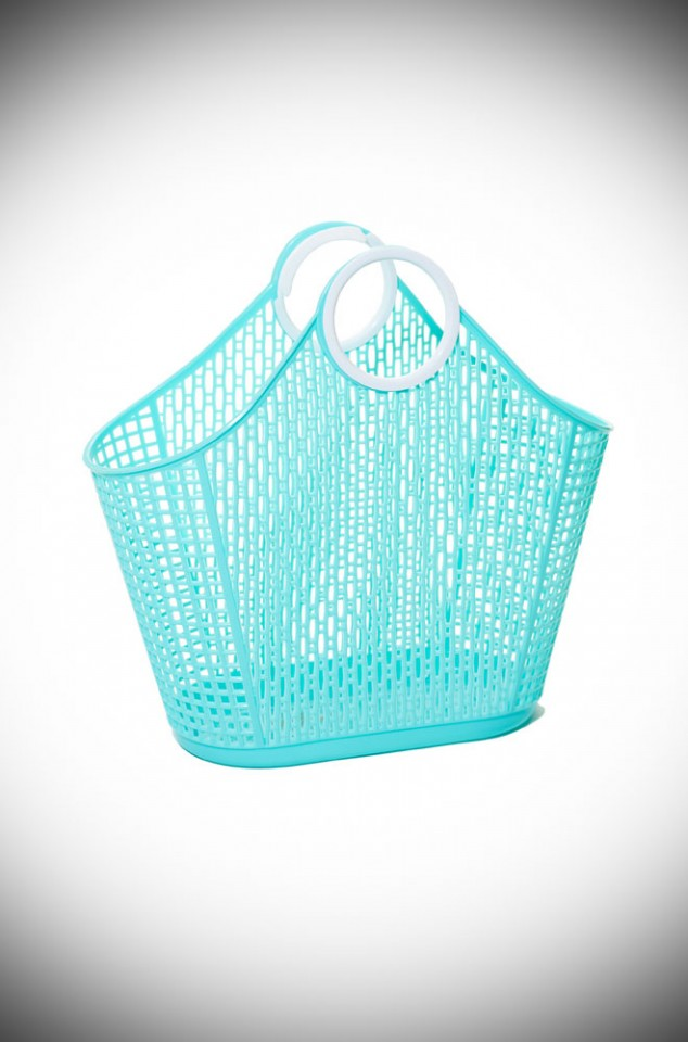 Maria Fiesta Shopping Bag in striking green recyclable plastic. A remake of a retro classic perfect for popping to the shops or beach.