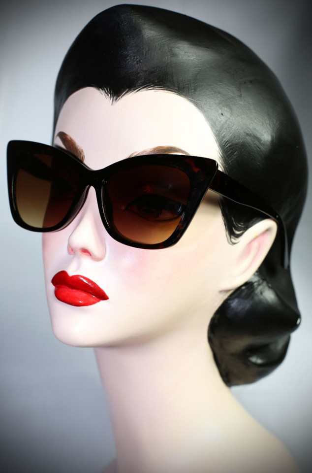 Vintage style Tortoiseshell 70s Cat Eye sunglasses at Deadly is the Female. Effortlessly add some pinup glamour to your day!