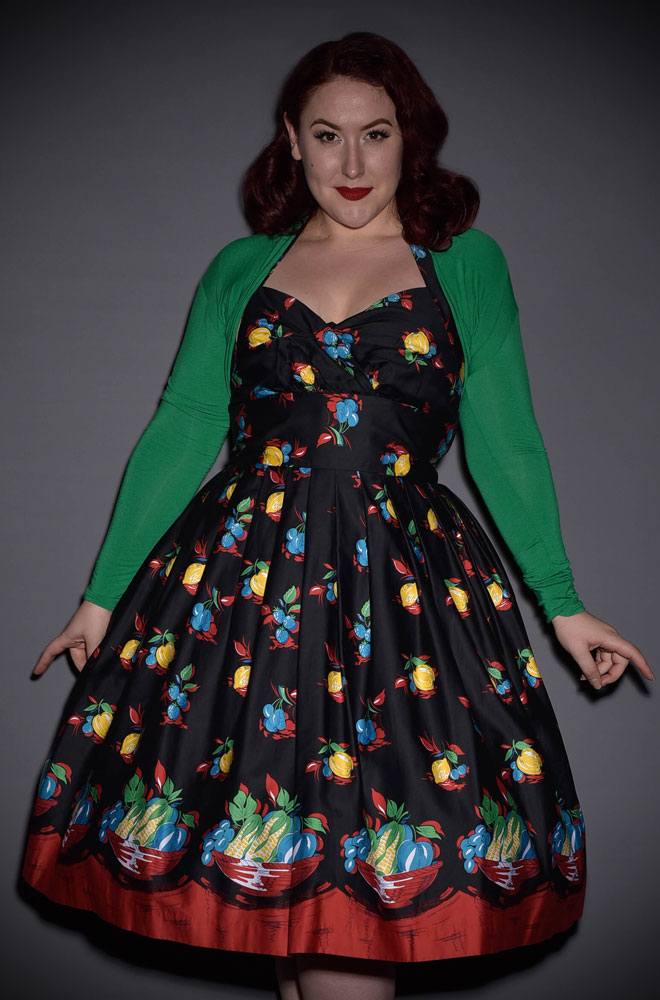 Vintage style Green Shrug with 50s style neckline. This gorgeous cover up works well with so many dresses and your don't loose your hourglass silhouette!