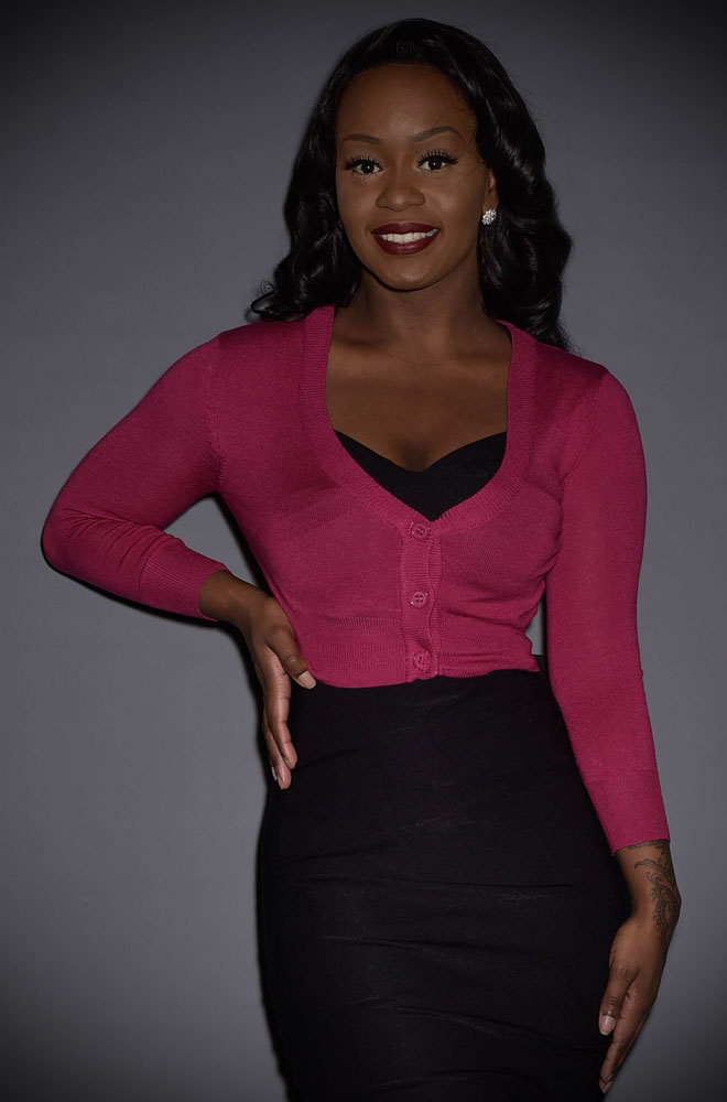 This classic Magenta Cropped Cardigan is a wardrobe essential. Featuring a V neck line, 3/4 length sleeves & 3 neat buttons.