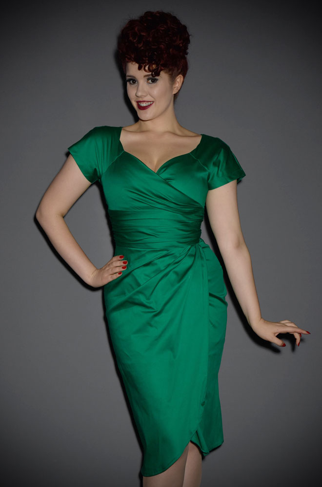 Turn heads effortlessly in the Emerald Green Dolce Vita Dress! This early 60s inspired evening/cocktail dress was named in homage to the fabulous oscar winning 1960 film 'La Dolce Vita'.