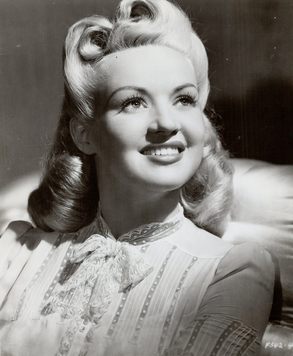 victory roll hair style the history of victory rolls one of the most iconic and 6390