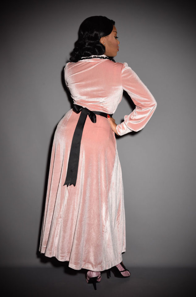 The powder pink Boudoir Robe is the definition of everyday luxury! Brought to you by UK stockists of Emmy Designs - specialists in vintage style fashion.
