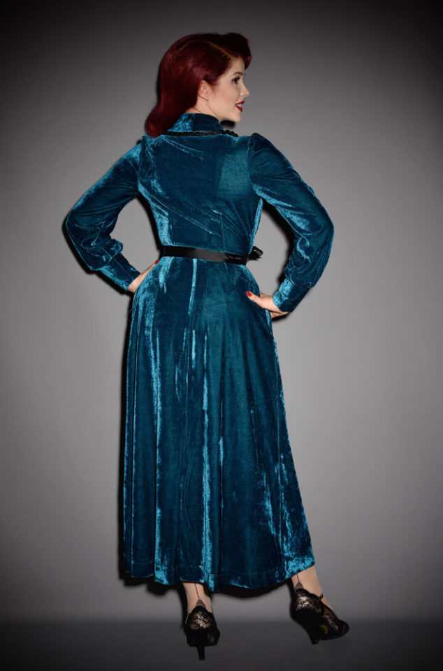The dark teal Boudoir Robe is the definition of everyday luxury! Brought to you by UK stockists of Emmy Designs - specialists in vintage style fashion.
