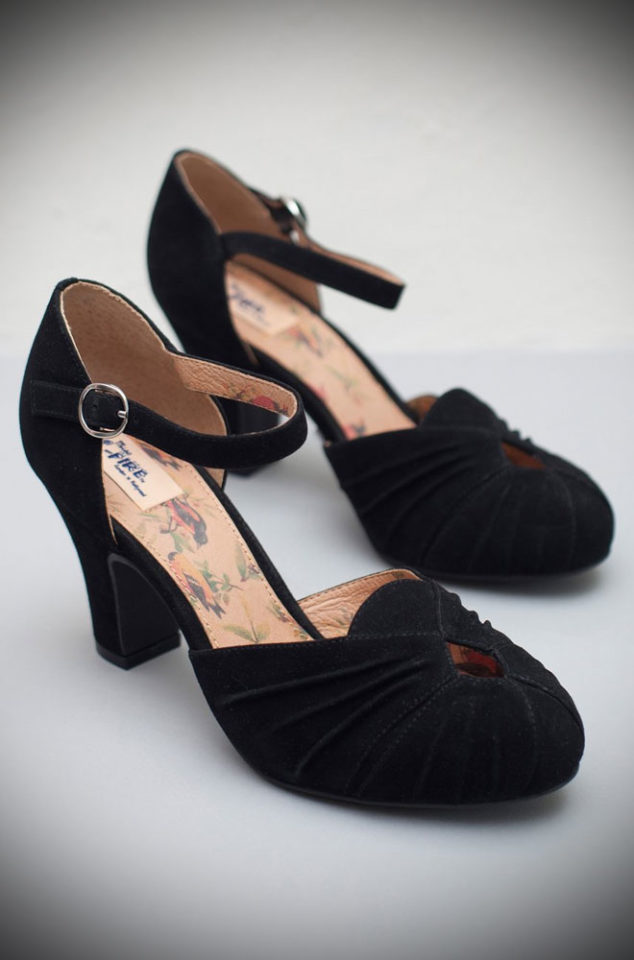 The Miss L Fire Black Amber shoes are beautiful vintage inspired heels. Made in stunning metallic leather these fantastic 40s shoes have are just charming.