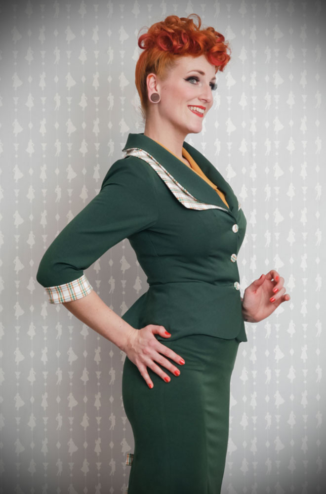 The Ivanna 1940s Blazer is a stunning vintage inspired jacket. This timeless blazer will become an instant wardrobe essential. DeadlyistheFemale.com are proud UK stockists of Miss Candyfloss