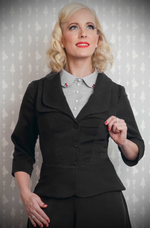 The Black Noa-Lee 1940s Blazer is a stunning vintage inspired jacket. This timeless blazer will become an instant wardrobe essential.DeadlyistheFemale.com are proud UK stockists of Miss Candyfloss