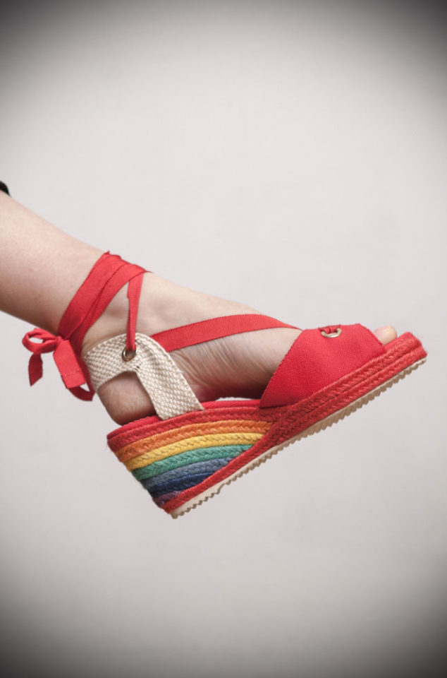 The Miss L Fire rainbow Martha Sandals are wedge heeled sandals. Featuring a gorgeous woven rainbow heel, these fantastic vintage inspired shoes are to die for. They feature a tie up ankle strap and red peep toe. These pretty shoes are perfect for pairing with your favourite summer dress or 50s style capris!