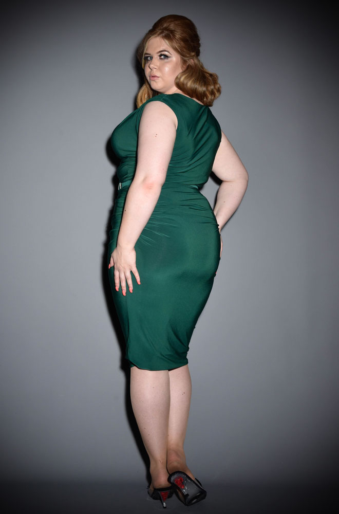This green dress is beautifully ruched to flatter & enhance your curves. The Emerald Green Billie Wiggle Dress will add instant glamour. Crafted from a soft, stretch fabric for a luxurious & comfortable fit, this piece boasts a ruched, midi length pencil skirt, a beautifully draped cowl neckline & cap sleeves.