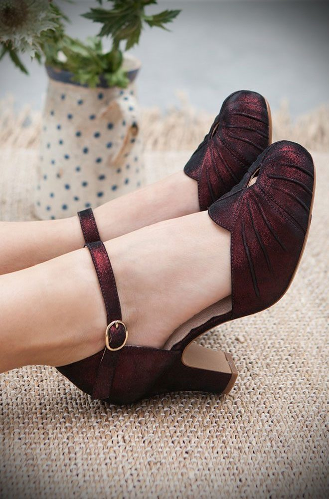 The Miss L Fire Burgundy Sparkle Amber Shoes are beautiful vintage inspired heels. Made in stunning metallic suede thesefantasticshoes have are just charming.Miss L Fire footwear reflects a love for glamour, with a particular leaning towards the 'GoldenEra'.