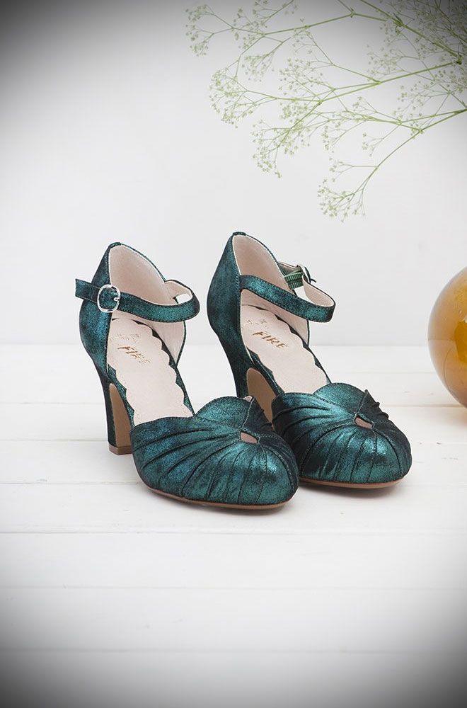 The Miss L Fire Green Sparkle Amber Shoes are beautiful vintage inspired heels. Made in stunning metallic suede these fantastic shoes have are just charming. If Mermaid's had feet they would wear these! Miss L Fire footwear reflects a love for glamour, with a particular leaning towards the 'GoldenEra'.