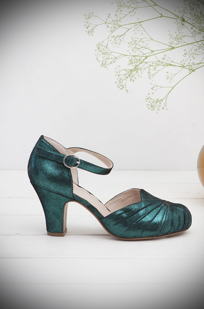 The Miss L Fire Green Sparkle Amber Shoes are beautiful vintage inspired heels. Made in stunning metallic suede thesefantasticshoes have are just charming. If Mermaid's had feet they would wear these!Miss L Fire footwear reflects a love for glamour, with a particular leaning towards the 'GoldenEra'.