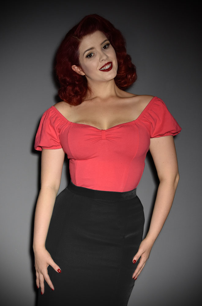 The Rose Red Powder Puff Top has arrived at Deadly is the Female, official UK stockists of Vixen by Micheline Pitt.Wear it on or off the shoulder, depending on your desired level of sass! Good things for bad girls.