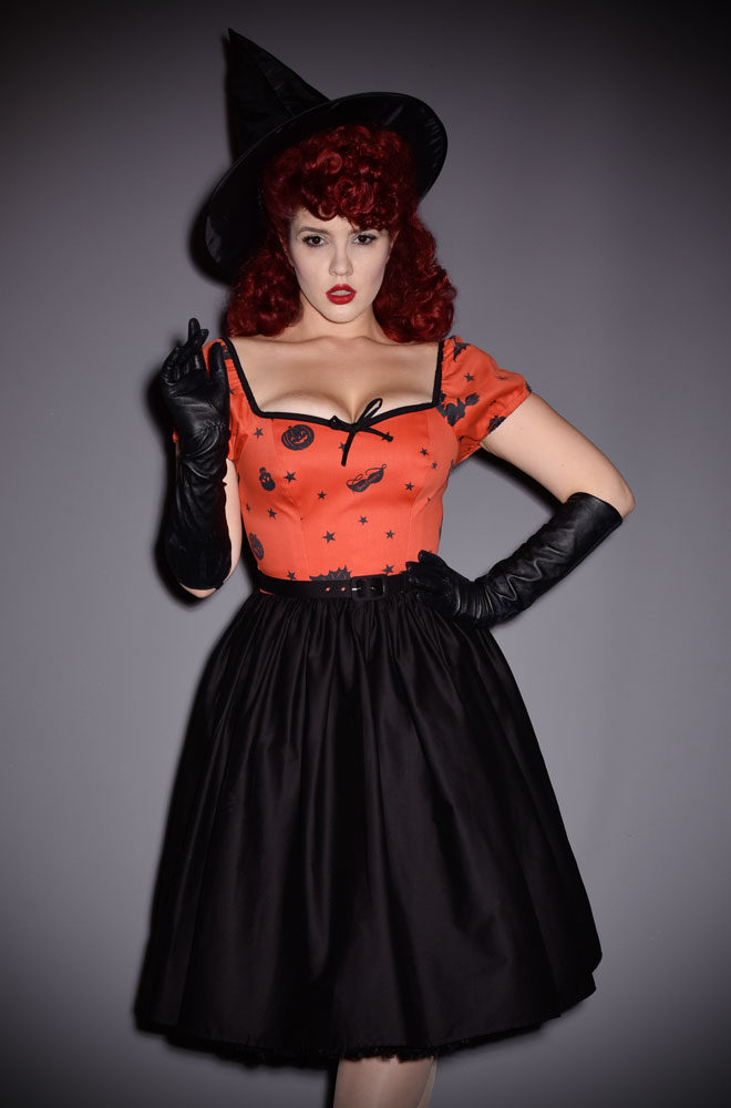 The Ben Cooper Vintage Halloween Haunted Honey Dress is the ultimate peasant dress, inspired by vintage Halloween dresses from the 1930's. This limited edition dress features an adjustable peasant sleeves that can be worn on or off the shoulder. Deadly is the Female are official UK stockists of Vixen by Micheline Pitt.