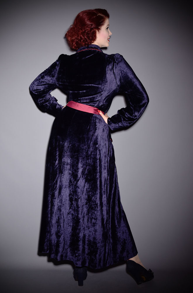 The Midnight Blue Boudoir Robe is the definition of everyday luxury! Brought to you by UK stockists of Emmy Designs - specialists in vintage style fashion.
