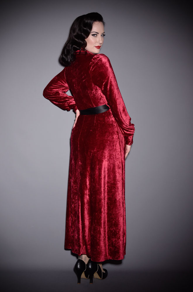 The Burgundy Boudoir Robe is the definition of everyday luxury! Brought to you by UK stockists of Emmy Designs - specialists in vintage style fashion.