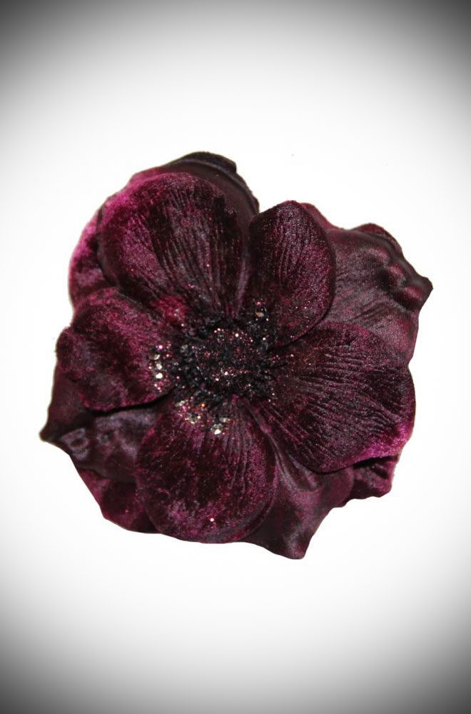 The Violet Anemone Hair Clip is a remarkably detailed flower with delicate petals made of velvet. This stunning piece has been carefully handmade.