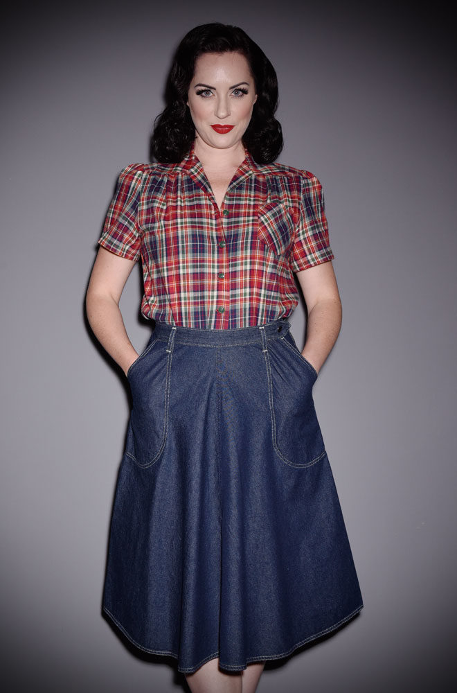 Effortlessly add some vintage style to your everyday look with the blue Denim Jeans Skirt. An authentic reproduction of an original 1950's skirt.
