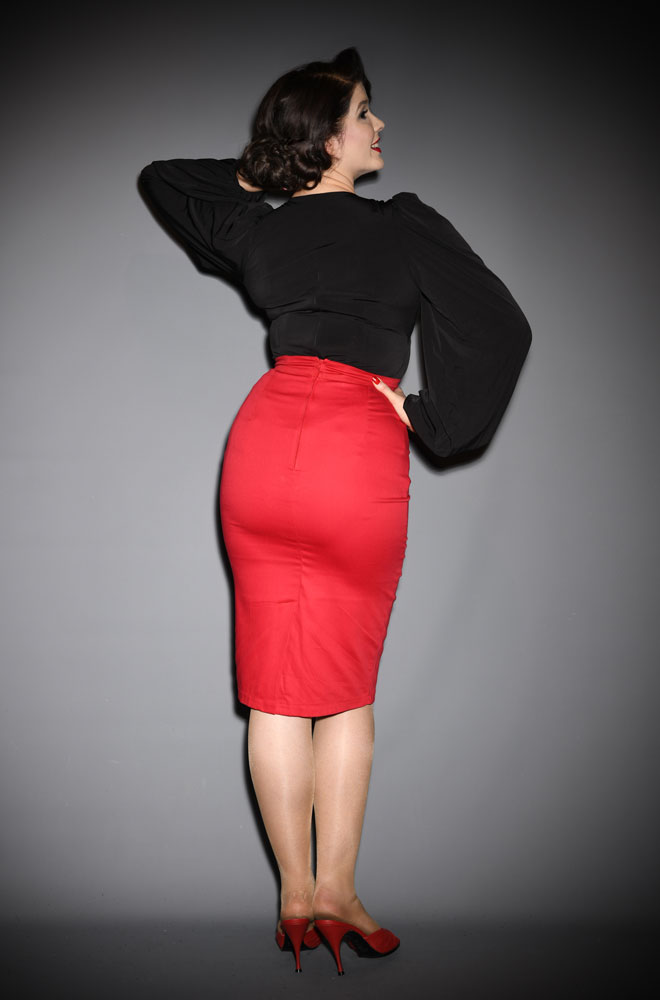 The Red Vixen Pencil Skirt has arrived at Deadly is the Female, official UK stockists of Vixen by Micheline Pitt.Flaunt killer curves with this bad girl essential! This Skirt has been designed with your shape in mind. Created to nip in your waist & toaccentuate your hourglass figure to the max.