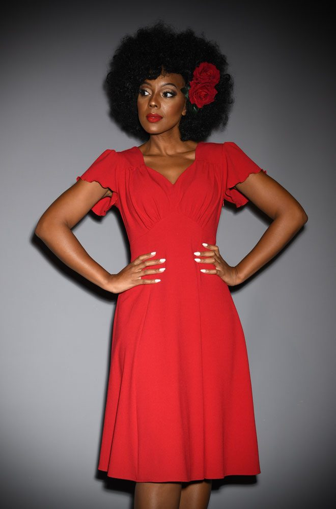 ed Betty Dress - designed to be as faithful as possible to the 40s styles. A slimming fit around the waist withelegant shortsleeves. Perfect for dancing.