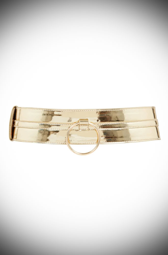 With adjustable belt length and O-ring detail, this Gold Ring Detail Belt is to die for when paired with our Claudia Dresses!