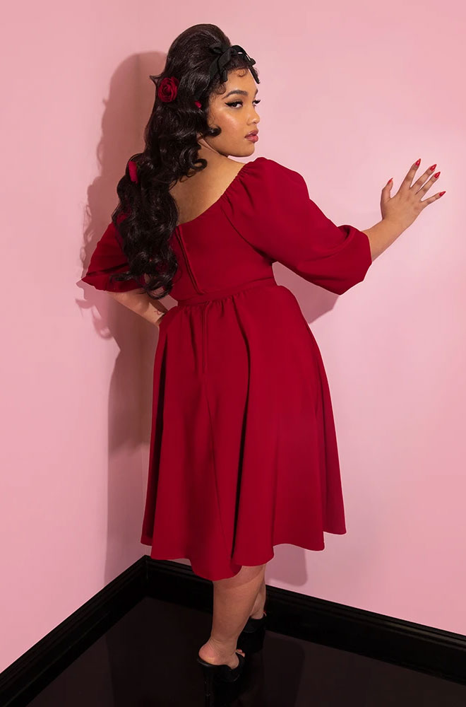 The Ruby Red Vacation Dress is a chic 60s inspired wrinkle resistant dress. Deadly is the Female are UK stockists of Vixen by Micheline Pitt.
