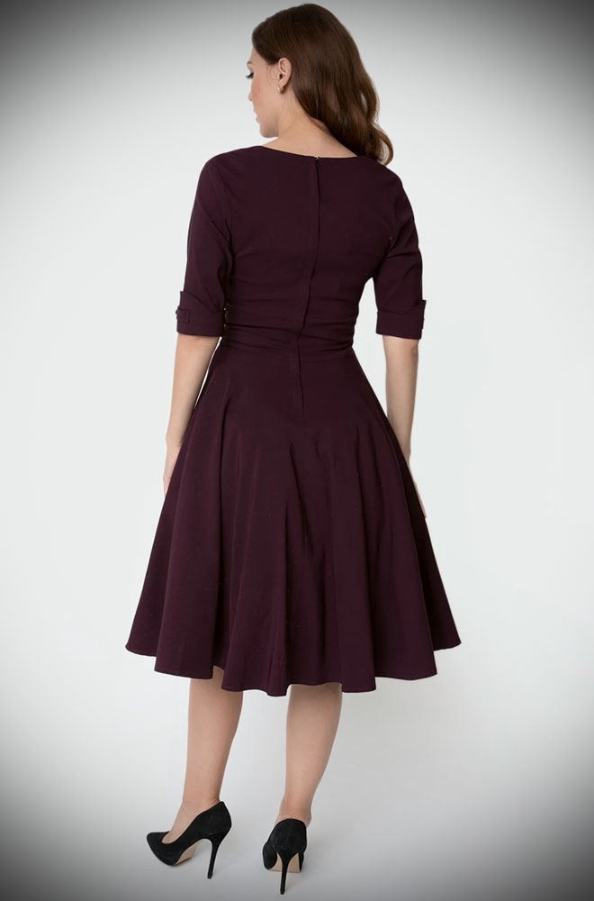 Aubergine Delores Dress - an effortlessly elegant 50s style dress. A perfect vintage dress, from sunny picnic to work day to wedding guest.
