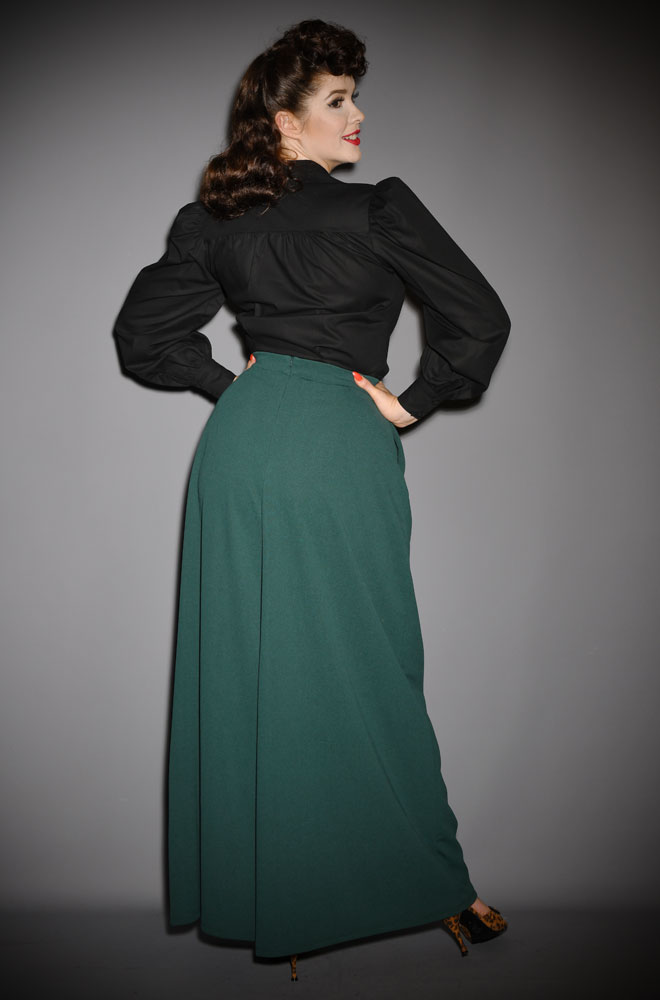 The Dark Green Widow Palazzo Pants are elegant wide leg trousers.Deadly is the Female are official UK & European stockists of La Femme En Noir.